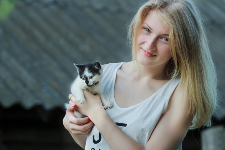 solomennyj-tsvet-volos-foto_