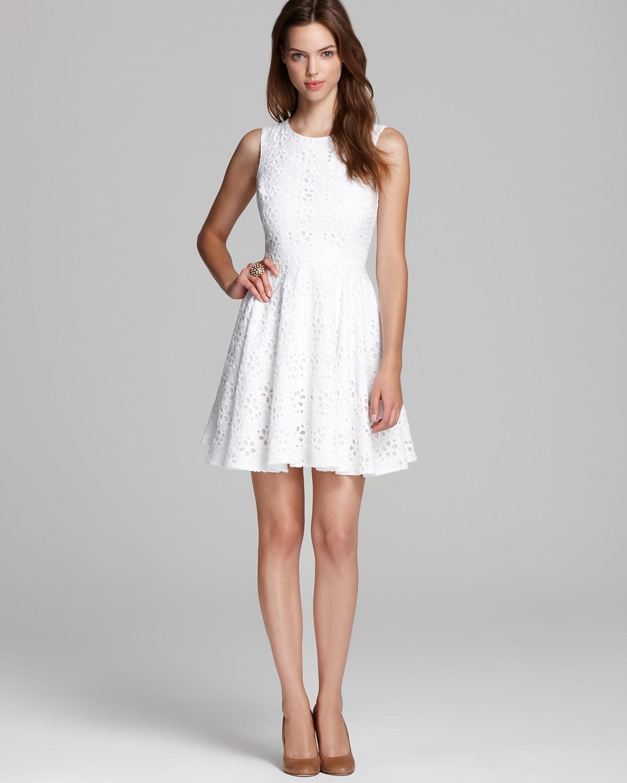 f1354c5de19 Должно быть в гардеробе каждой девушки. Выглядеть очаровательно и  женственно в любой ситуации поможет белое короткое платье ...