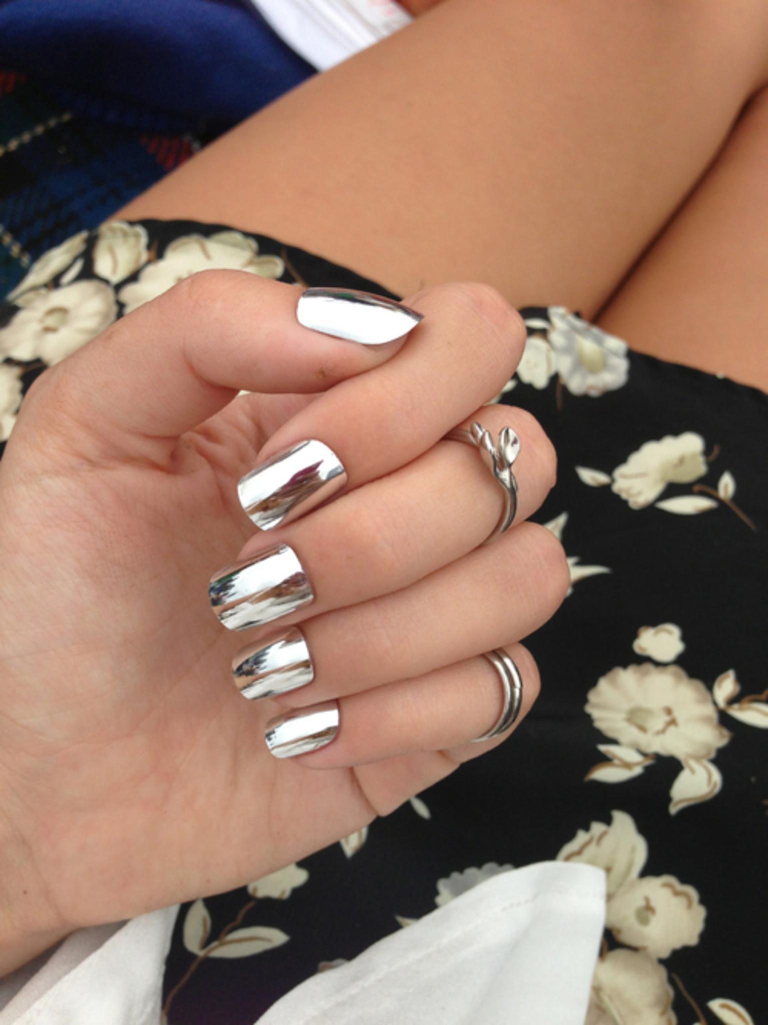 Зеркальные нарощенные ногти фото