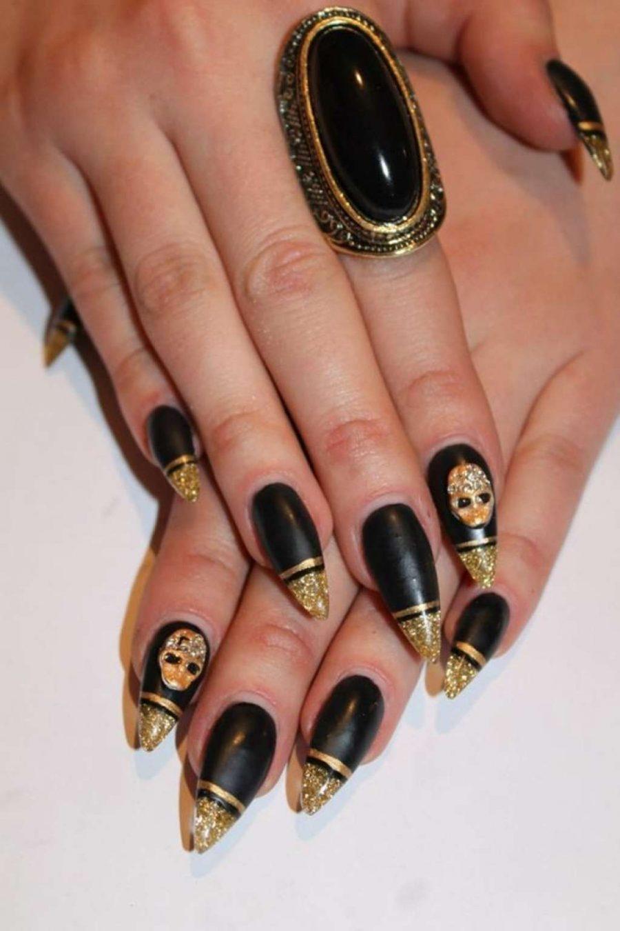 Ногти черные с золотом фото нарощенный