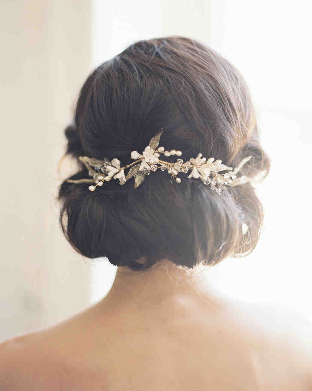 pricheski-na-svadbu-na-srednie-volosy