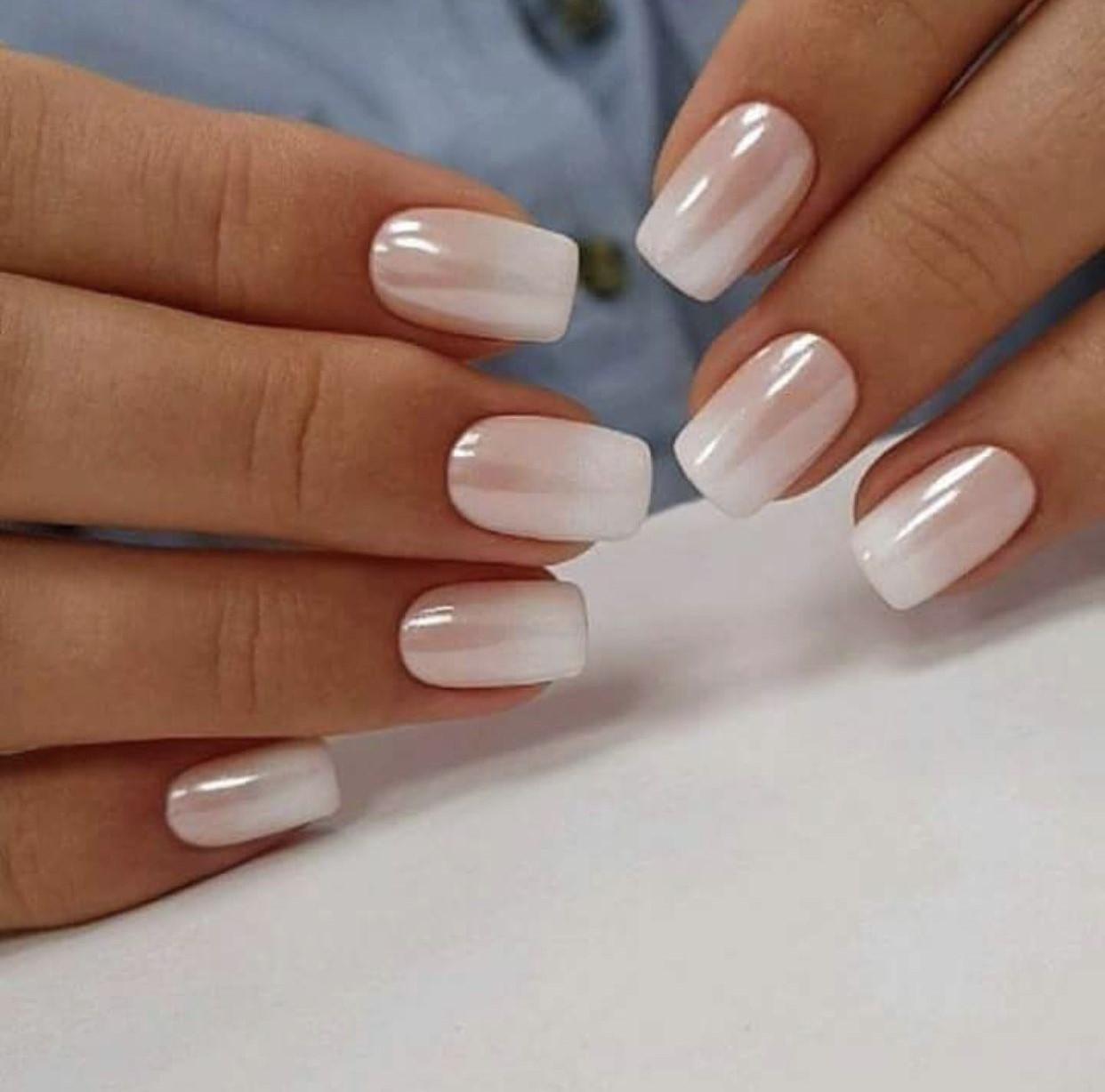 Омбре на ногтях в светлых тонах фото