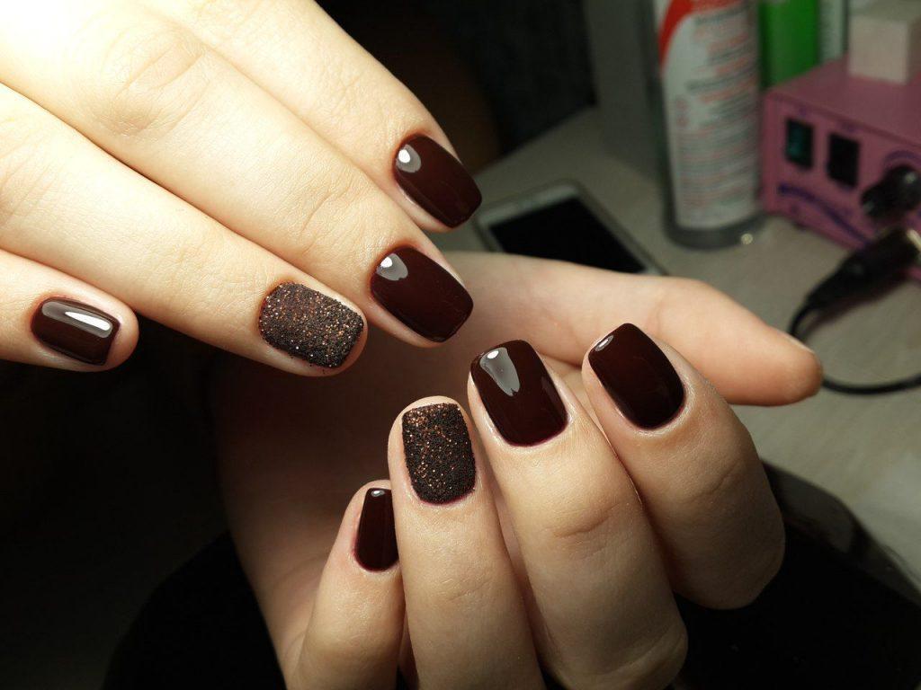 manikjur-v-temnyh-tonah-32